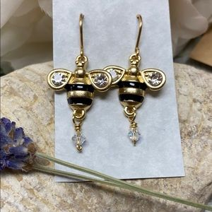 NWOT Golden honey bee earrings with Swarovski